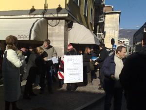 inizio raccolta firme referendum più democrazia di Rovereto
