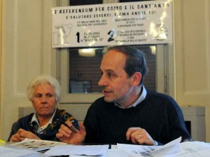 Il comitato Referendum per Como e il Sant'Anna presenta le firme raccolte