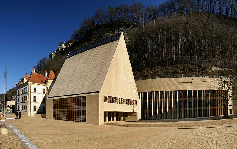 800px-Landtag_Liechtenstein_3