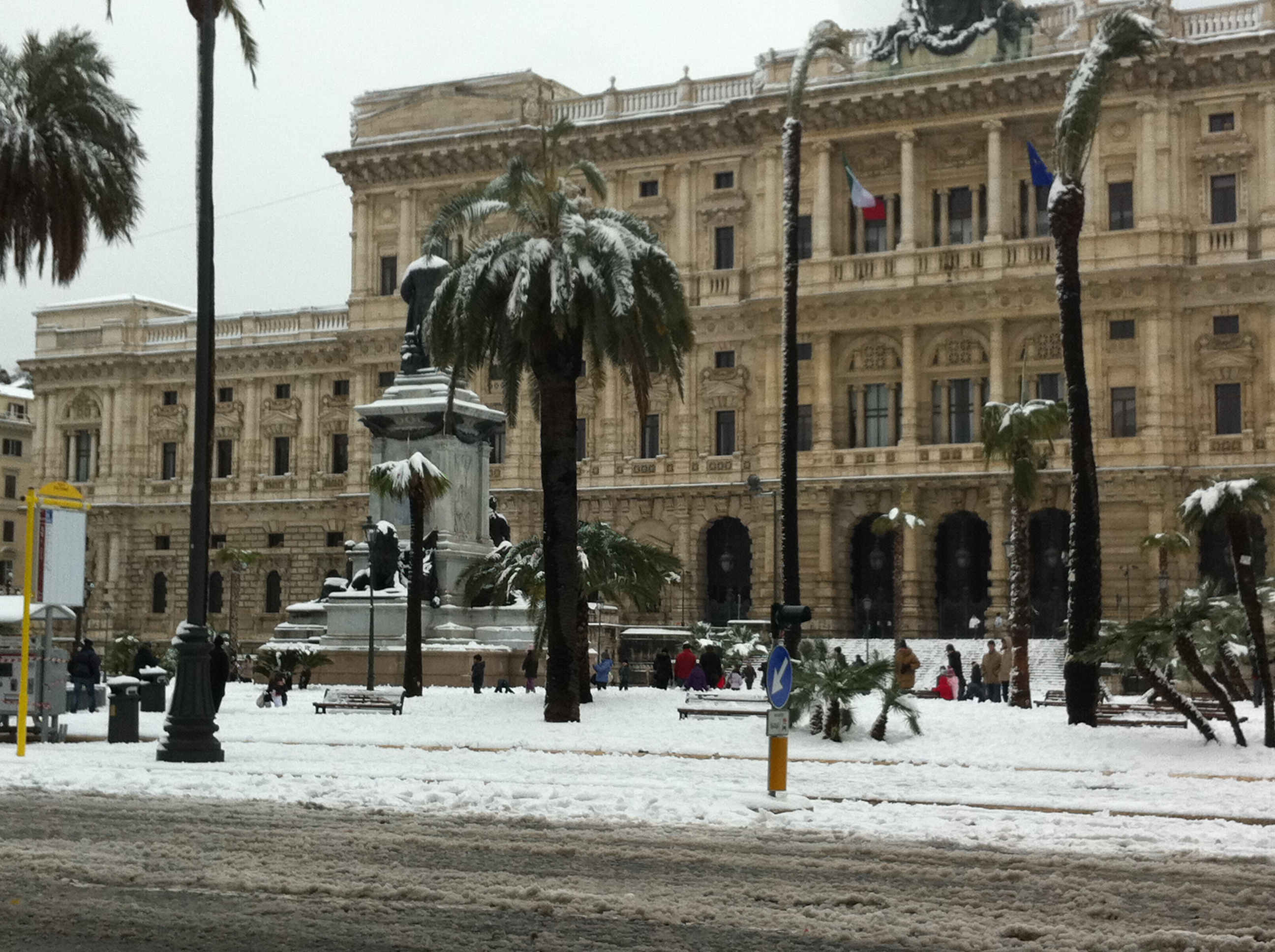 neve-piazza-cavour-roma1